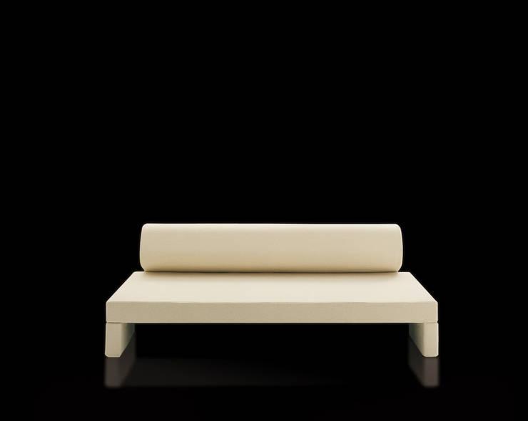 JIMI: Soggiorno in stile  di Milano Bedding