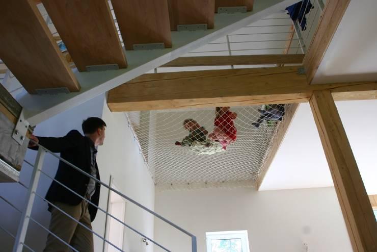 Projekty,  Pokój dziecięcy zaprojektowane przez Snegiri Architects