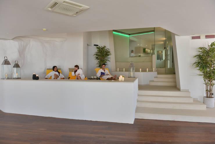 Spa El Faro Hotel: Spa in stile  di Luca Braguglia Studio
