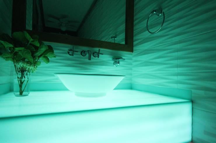 Baño Blu: Baños de estilo  por Losanto Arquitectos
