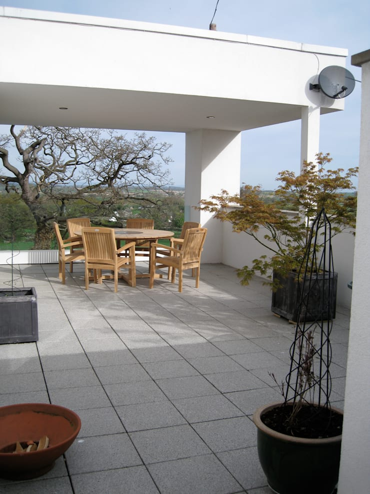 Roof Gardens:  Garden by Unique Landscapes,
