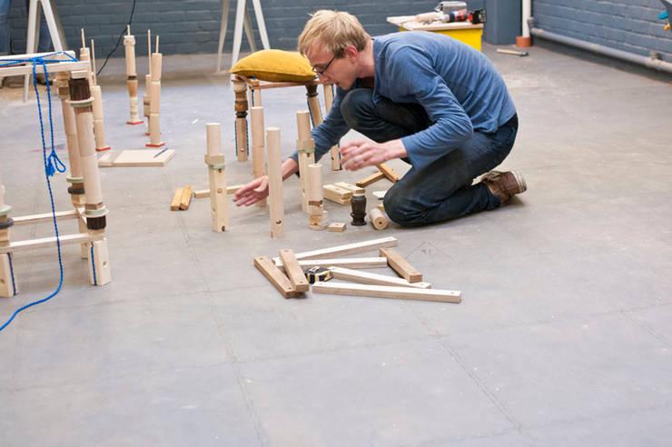 Workshop STOOL / Bankrupt Design: Maison de style  par BANKRUPT DESIGN