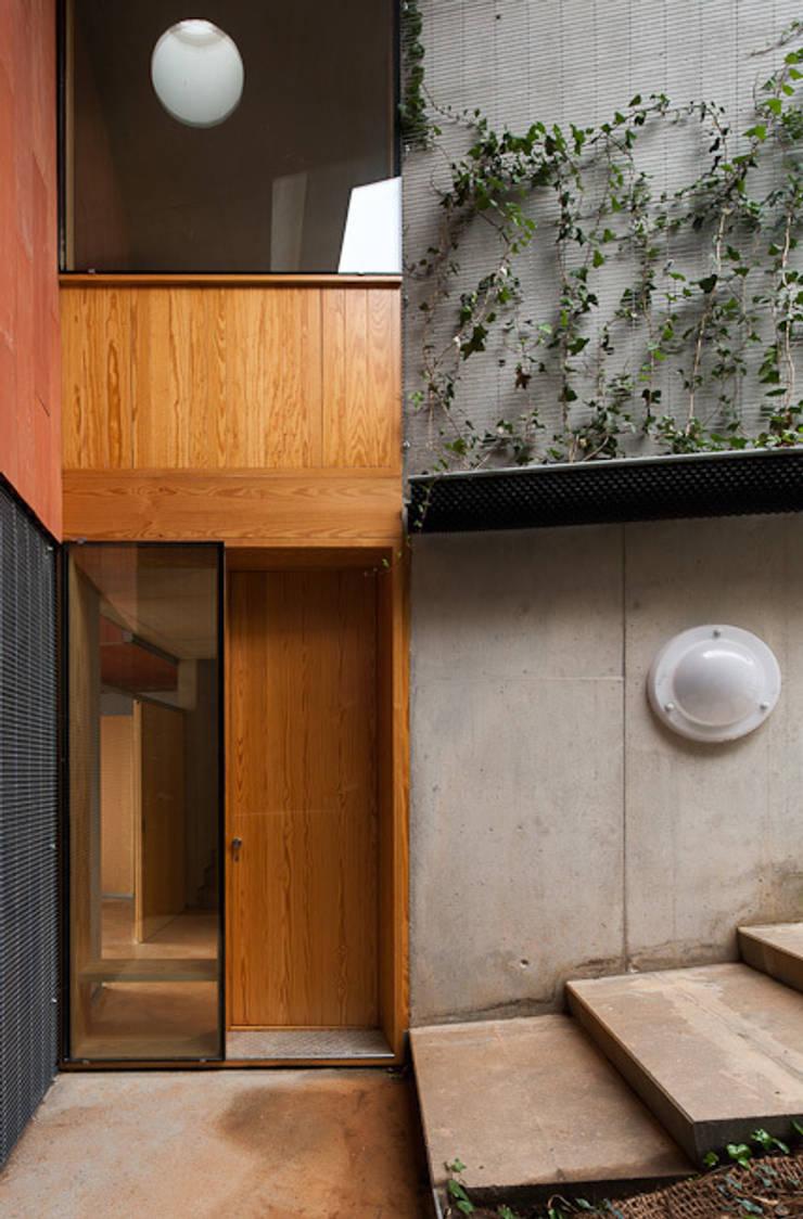 CASA POMARET:  Houses by PICHARCHITECTS