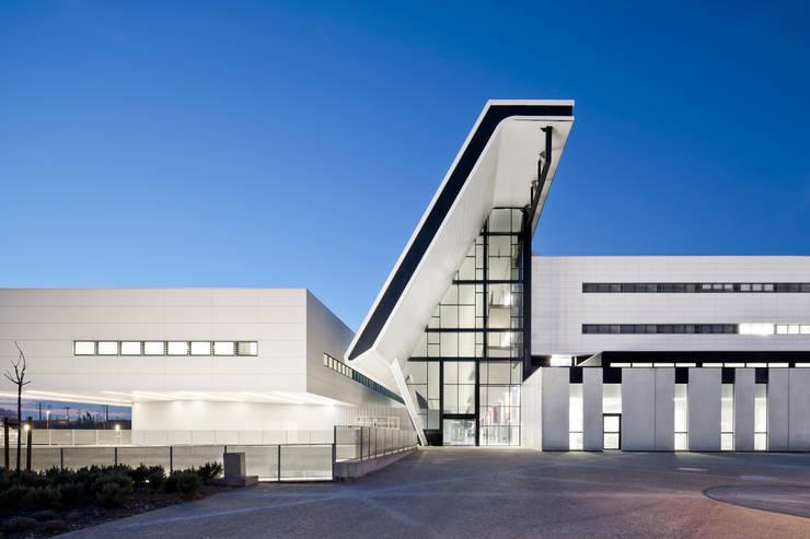 HOSPITAL UNIVERSITARIA SANT JOAN DE REUS: Paredes de estilo  de PICHARCHITECTS, Moderno