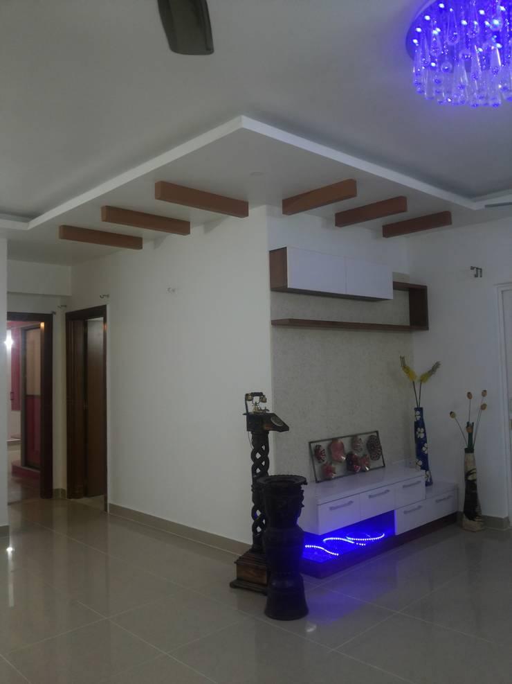Prestige Kingston Garden, Bangalore:  Living room by Arka Interio
