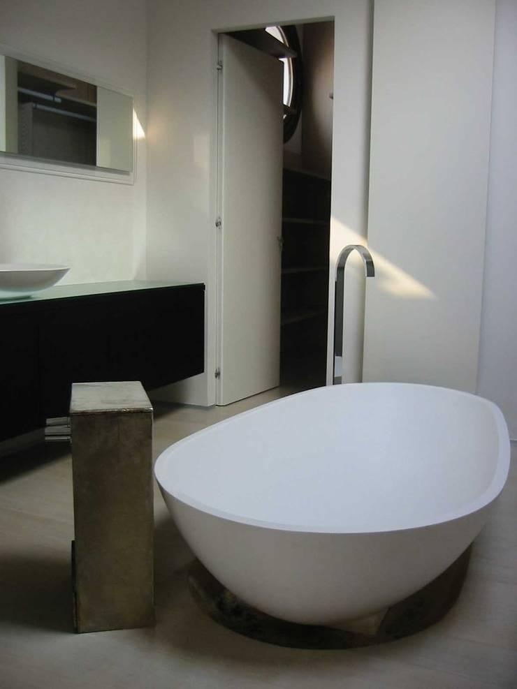 Casa S – Padova: Case in stile  di Studio O - Arch. Oliviero Baldini,