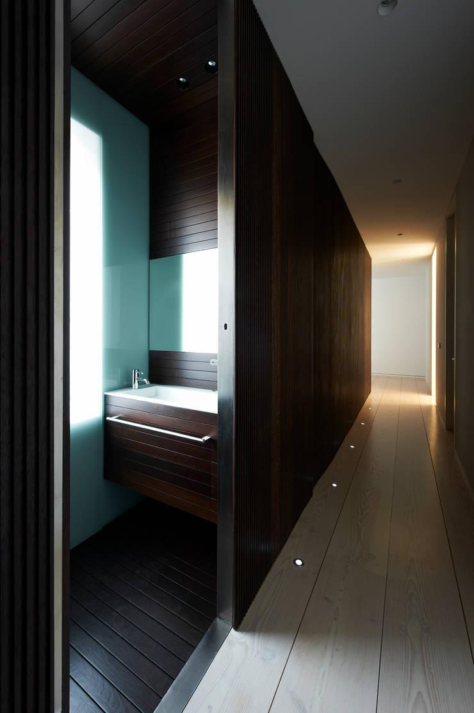 A house:  de estilo  de Vaíllo Irigaray y Asociados S.L.P.