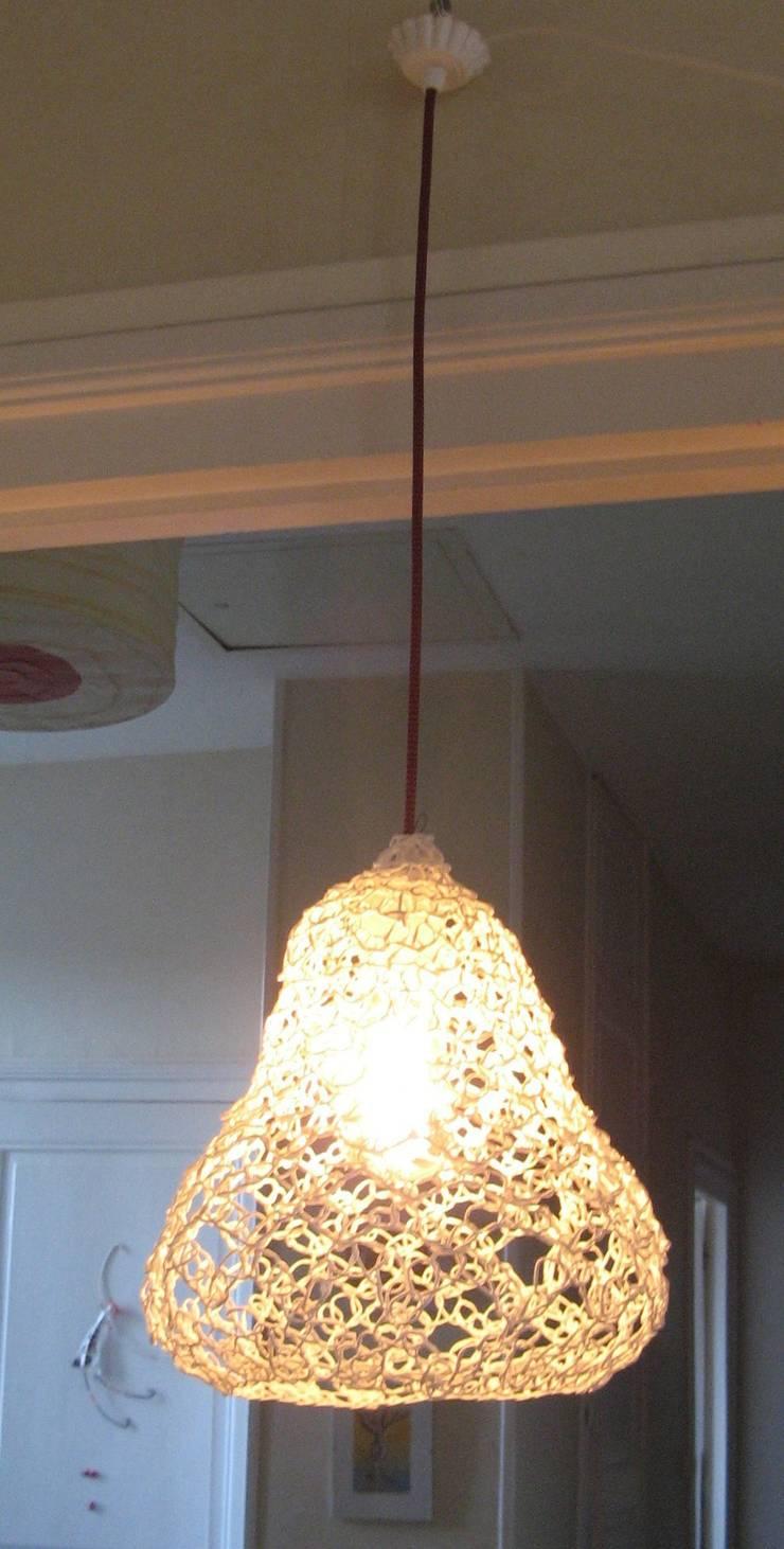 suspension cloche: Maison de style  par ale casanovas