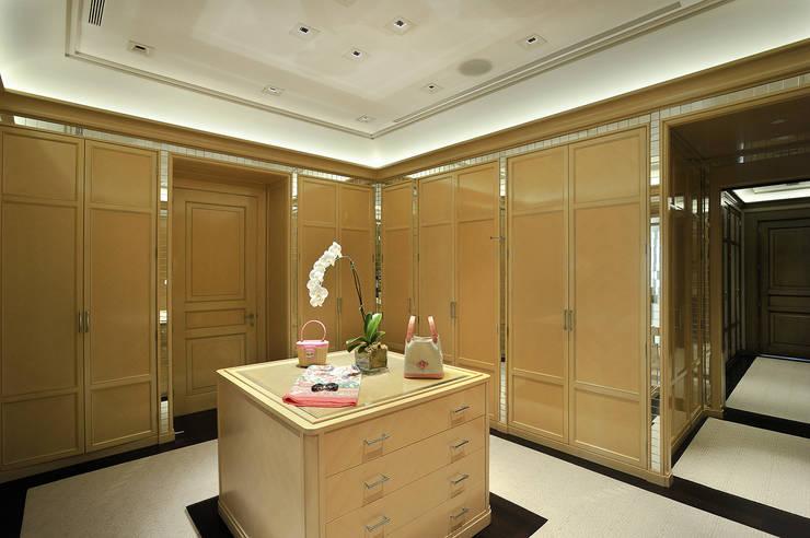 Residenza privata - Palm Beach, Florida - Dressing room:  in stile  di Ti Effe Esse Interiors