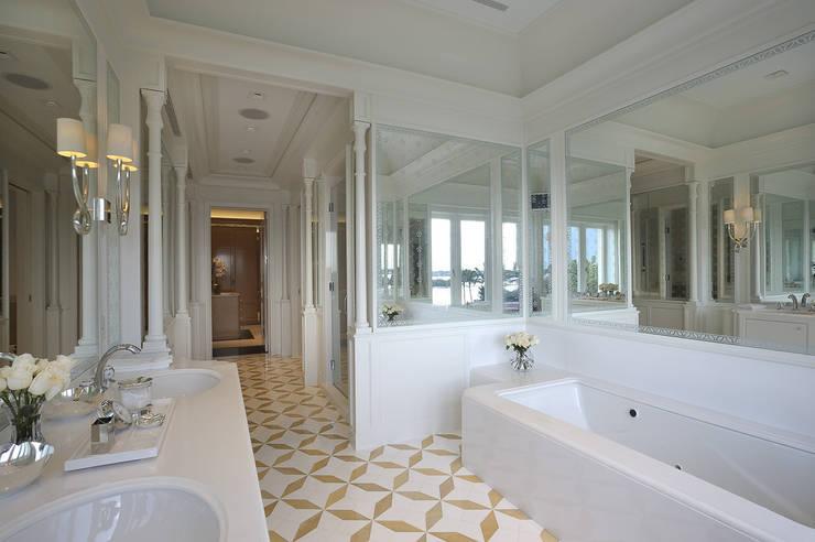 Residenza privata - Palm Beach, Florida - Master bathroom:  in stile  di Ti Effe Esse Interiors