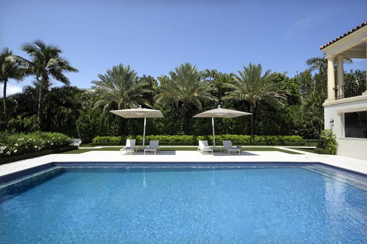 Residenza privata - Palm Beach, Florida - Swimming pool:  in stile  di Ti Effe Esse Interiors
