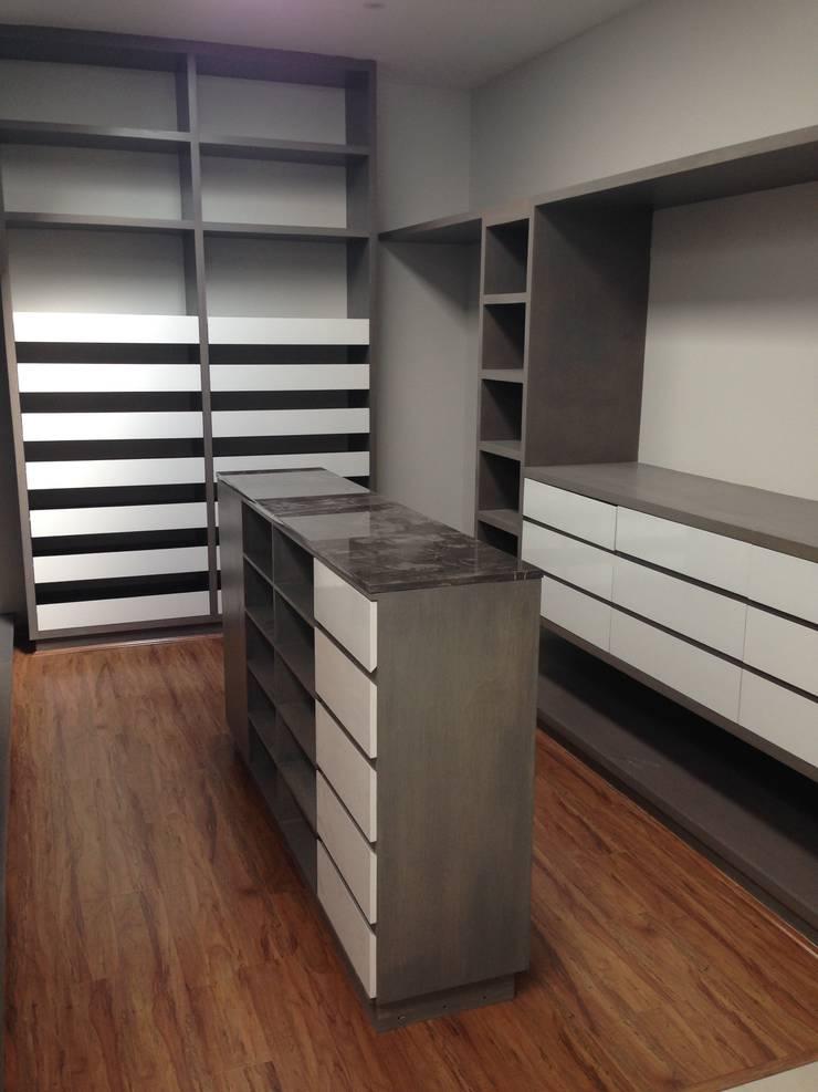 Vestidor: Vestidores y closets de estilo  por MAKE DESIGN