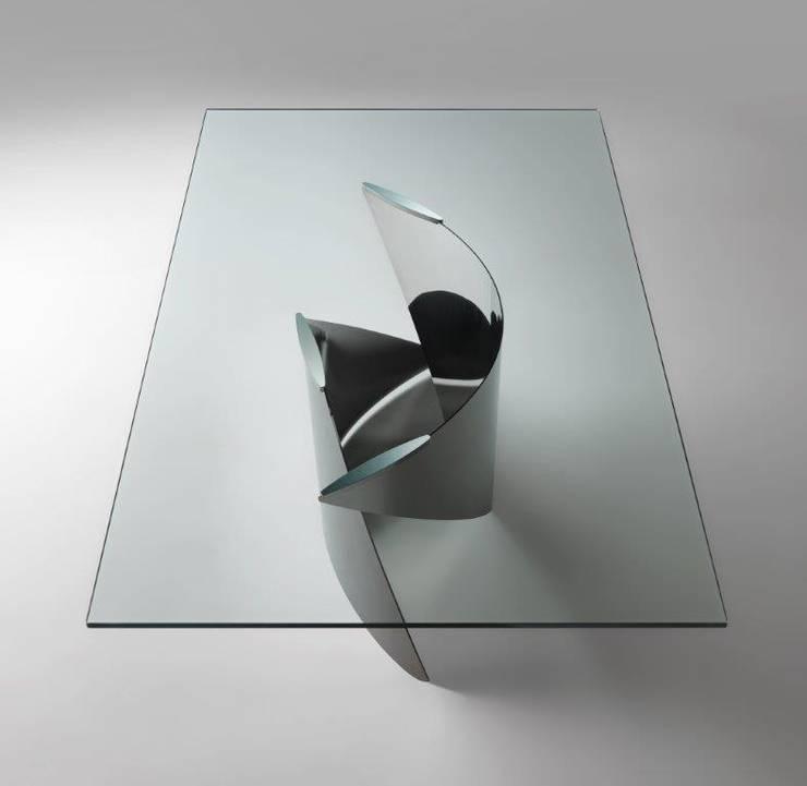 TAVOLO VELE: Sala da pranzo in stile in stile Eclettico di Reflex