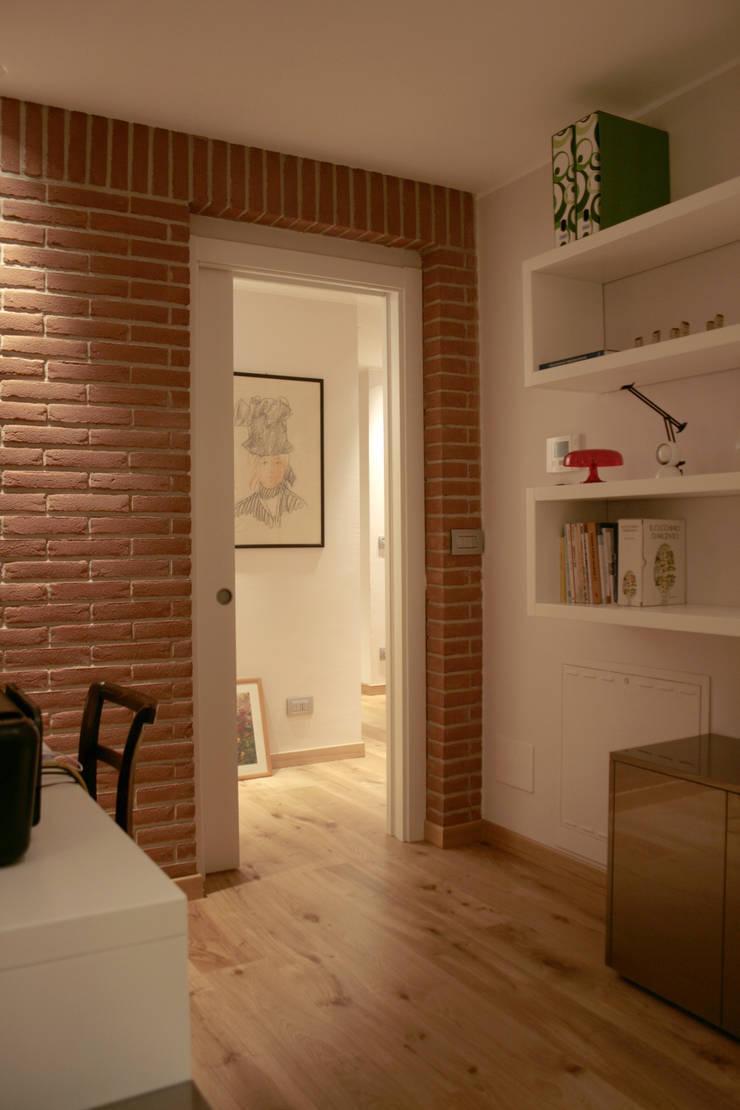 edificio ad alto contenuto tecnologico – villa primavera_duemiladieci mondovì: Terrazza in stile  di studioarchitetturagolinelli
