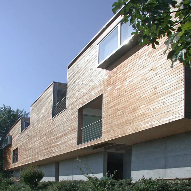 case Bircat: Case in stile in stile Minimalista di Cattaneo Brindelli architetti associati