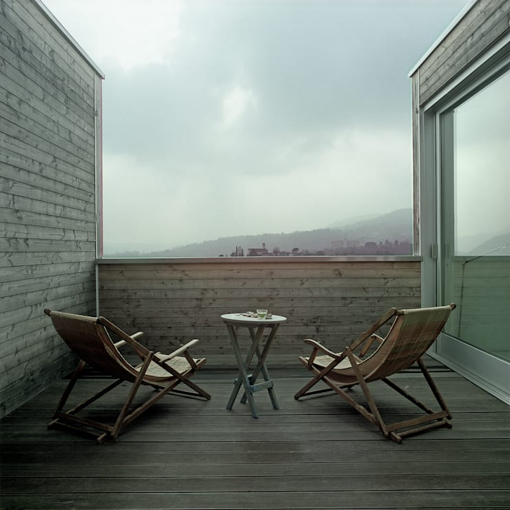 case Bircat: Terrazza in stile  di Cattaneo Brindelli architetti associati,