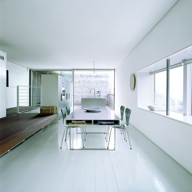 case Bircat: Sala da pranzo in stile  di Cattaneo Brindelli architetti associati,