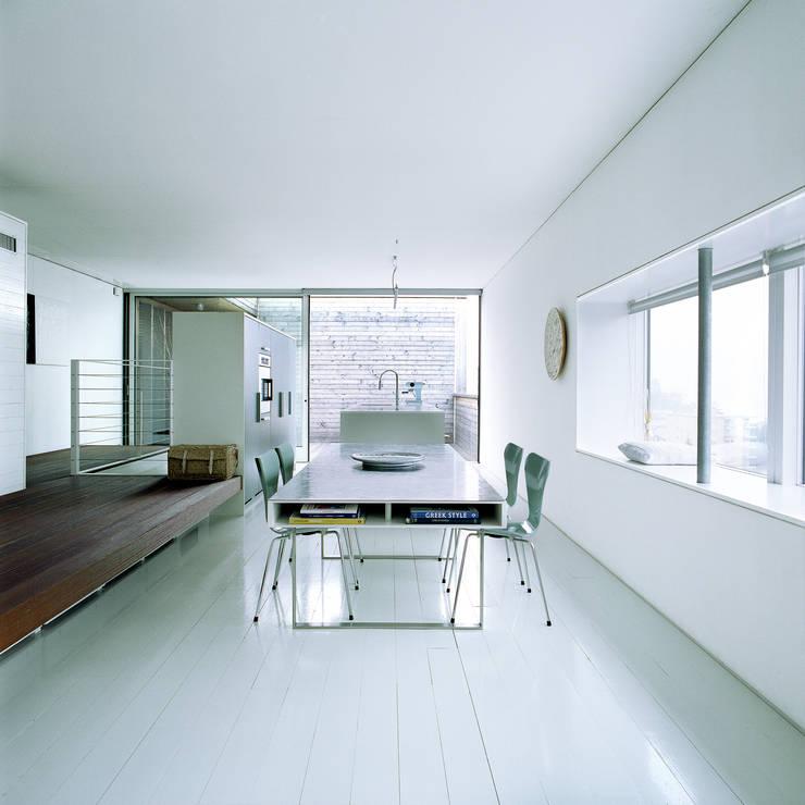 case Bircat: Sala da pranzo in stile in stile Minimalista di Cattaneo Brindelli architetti associati