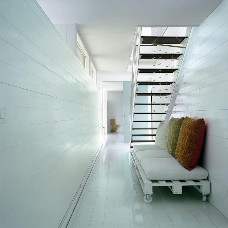 case Bircat: Ingresso & Corridoio in stile  di Cattaneo Brindelli architetti associati,