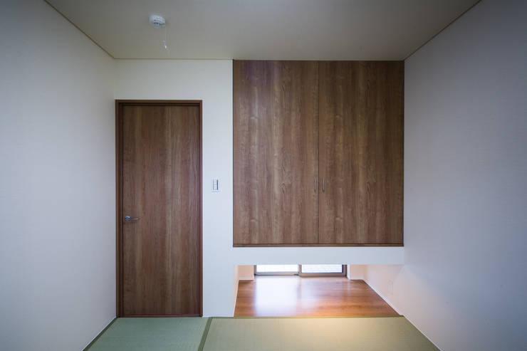 『NAKANIWA』 オリジナルデザインの 多目的室 の Studio REI 一級建築士事務所 オリジナル