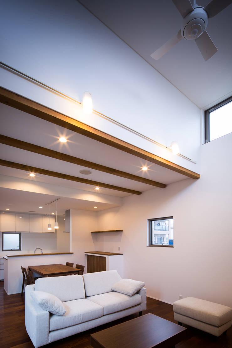 『NAKANIWA』 オリジナルデザインの リビング の Studio REI 一級建築士事務所 オリジナル