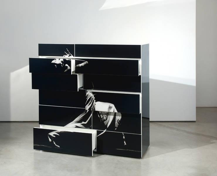 Mobile RE:  in stile  di Dima snc di Maiocchi Dario e c., Moderno