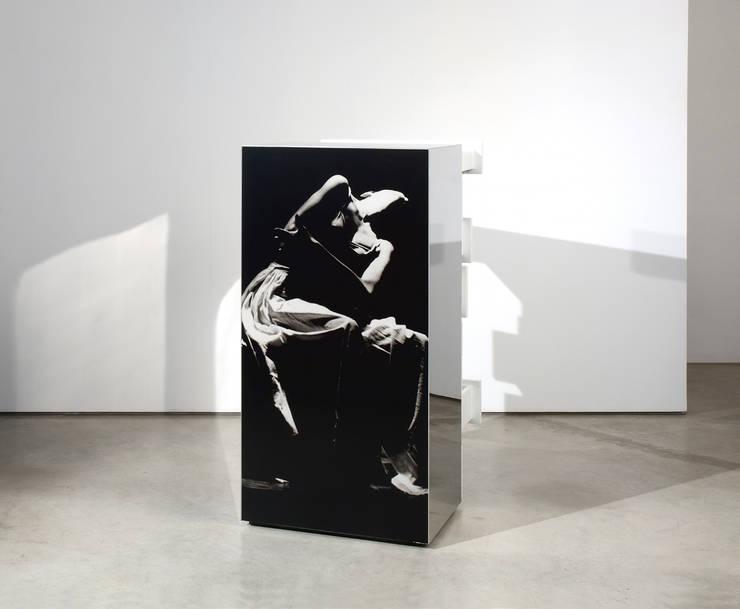 Mobile SOL:  in stile  di Dima snc di Maiocchi Dario e c., Moderno
