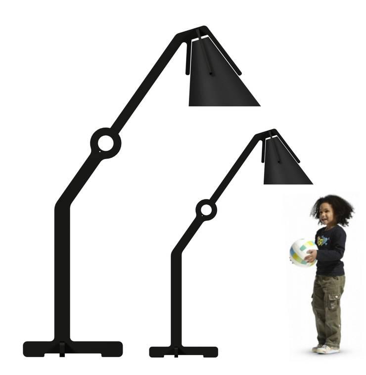 Lampe Géante et Lampe Moyenne: Maison de style  par Atelier designer Thierry Bataille