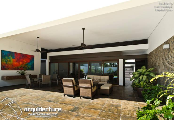 CASA ALTABRISA 24: Terrazas de estilo  por Grupo Arquidecture
