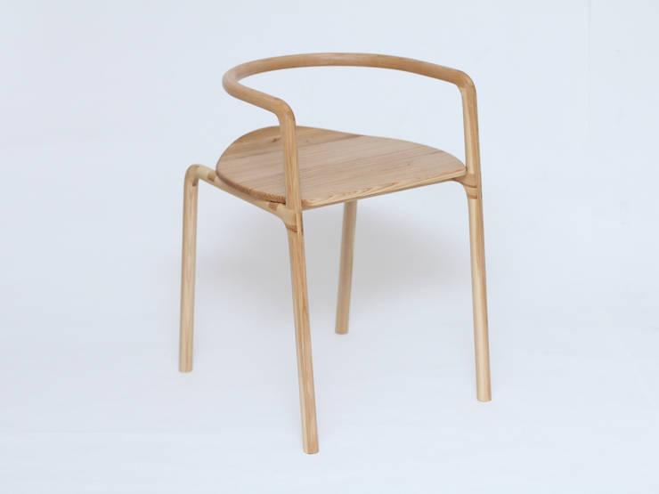 Chair Funambule: Cuisine de style de style Minimaliste par Loïc Bard