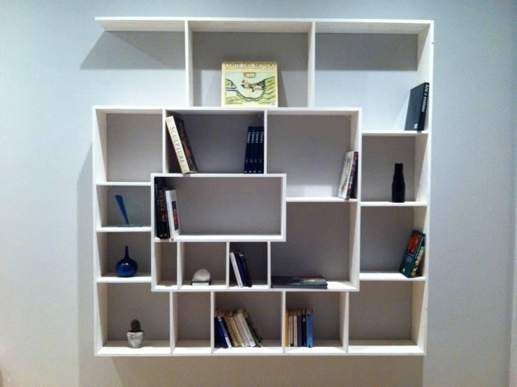 libreria eli: Camera da letto in stile  di giulianoboghetichartdesign,