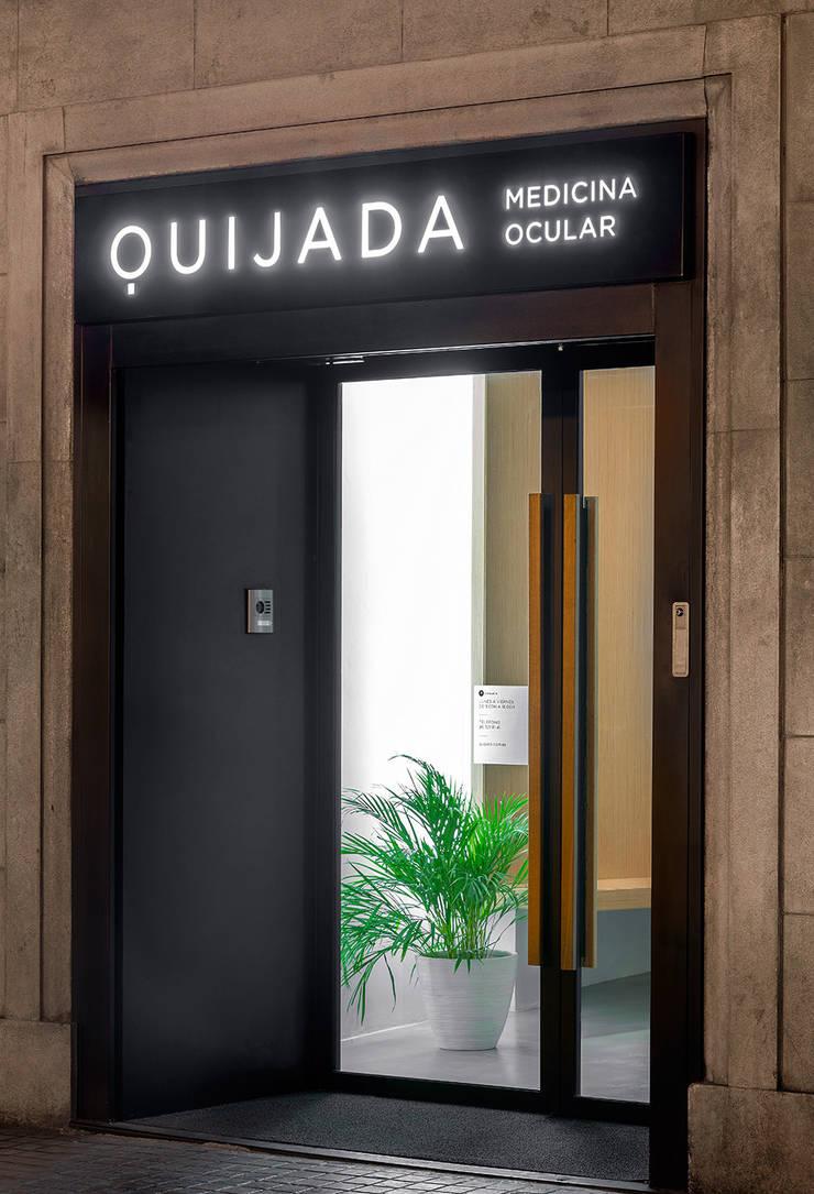 Clínica de Medicina Ocular: Oficinas y tiendas de estilo  de sanahuja&partners