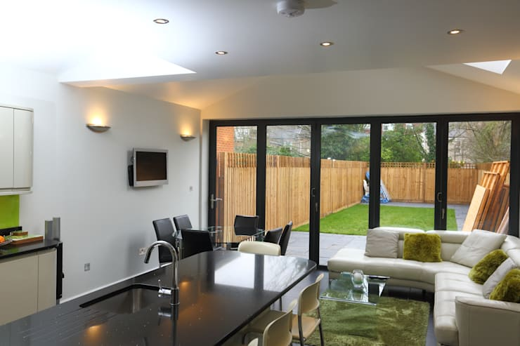 Single Storey Extension, Roxborough Rd II:  Kitchen by London Building Renovation