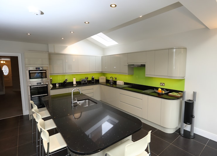Single Storey Extension, Roxborough Rd II:  Kitchen by London Building Renovation