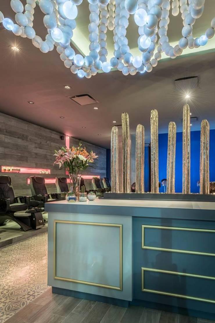 Yo te Cielo, Salon de belleza, Monterrey: Oficinas y tiendas de estilo  por FT Wallmosaic