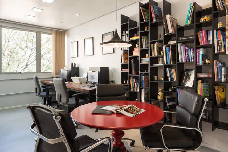 Escritório Kali Arquitetura - Sala Comercial Escritórios modernos por Kali Arquitetura Moderno