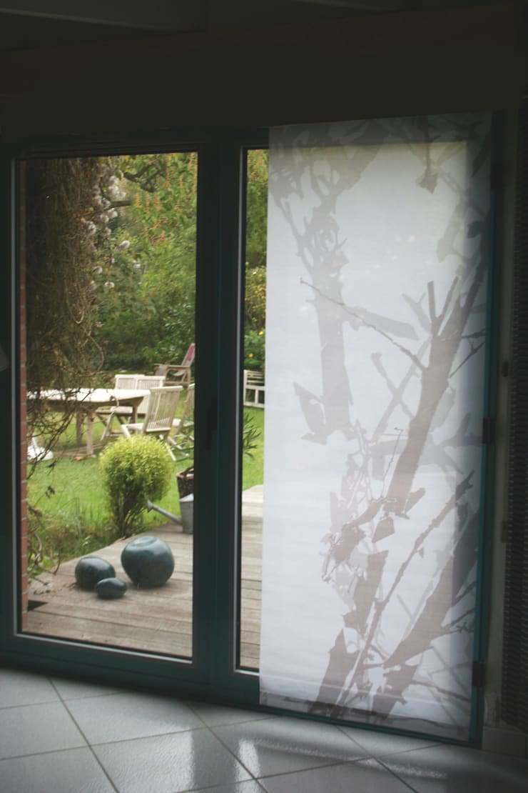 Panneaux Bamboo graph 2 couleurs: Fenêtres & Portes de style  par Arielle D Collection Maison