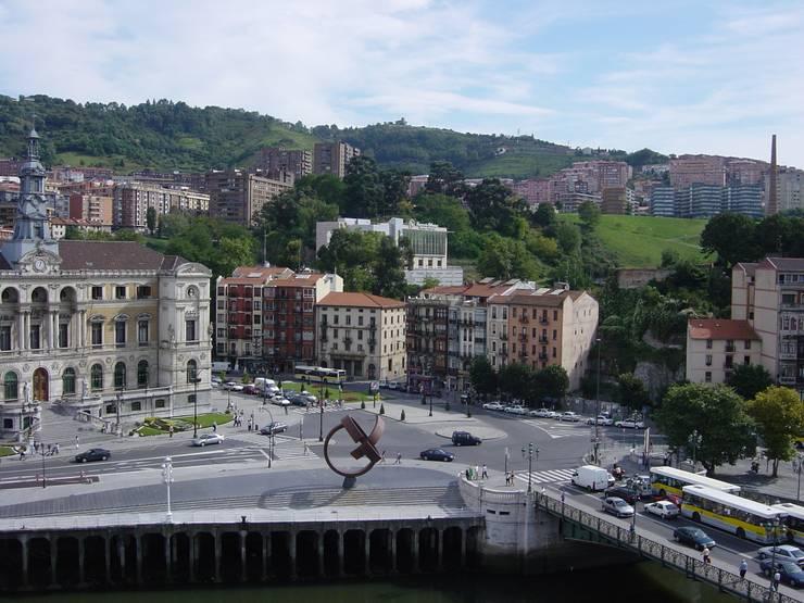 Plaza del Gas ANTES, Bilbao. : Casas de estilo  de AGUILAR Y VARONA ARQUITECTOS S.L.P.