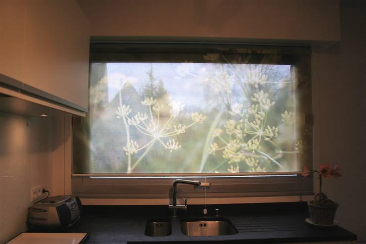 Store enrouleur motif fenouil: Fenêtres & Portes de style  par Arielle D Collection Maison