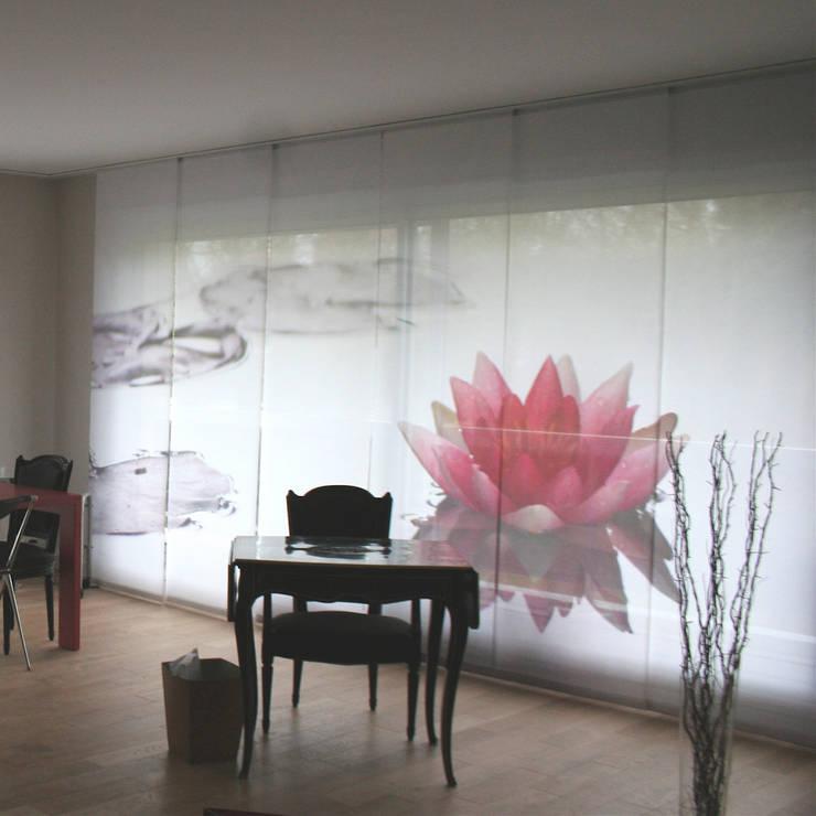 Panneaux japonais Nymphéas: Fenêtres & Portes de style  par Arielle D Collection Maison