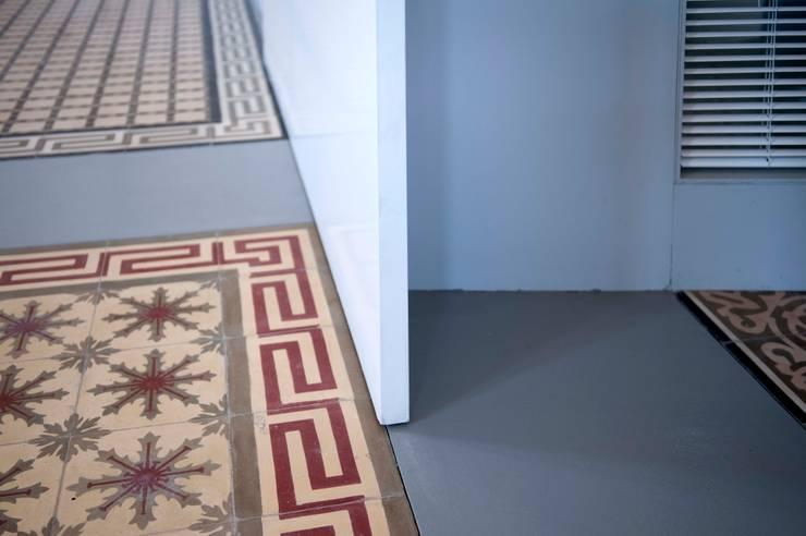 REHABILITACIÓN DE CENTRO CÍVICO EN SEIXALBO:  de estilo  de arquitectura SEN MÁIS