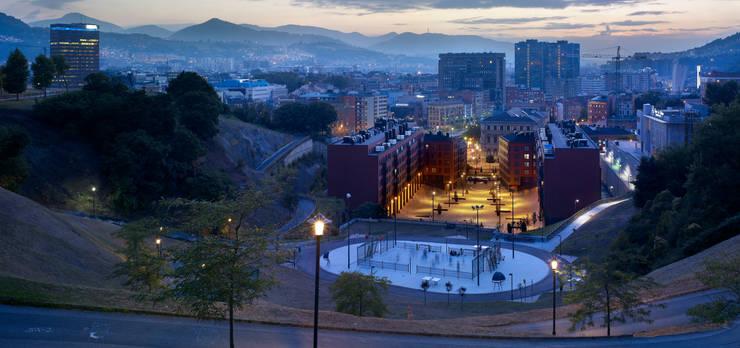 Plaza del Gas, Bilbao. : Casas de estilo  de AGUILAR Y VARONA ARQUITECTOS S.L.P.