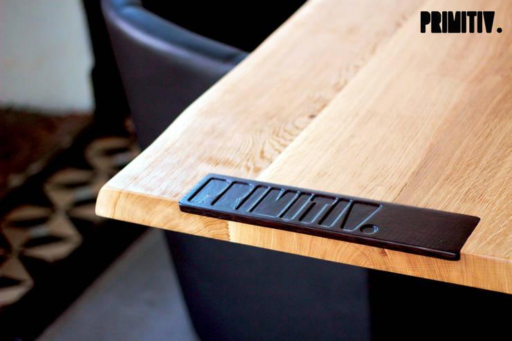PRIMITIV #01: Salle à manger de style  par PRIMITIV studio