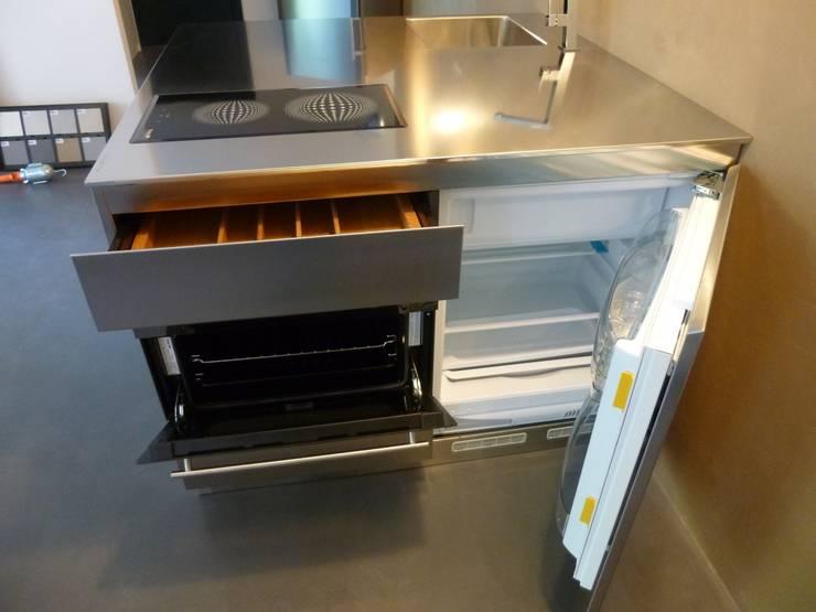 QBETTO: Cucina in stile  di SteellArt ,