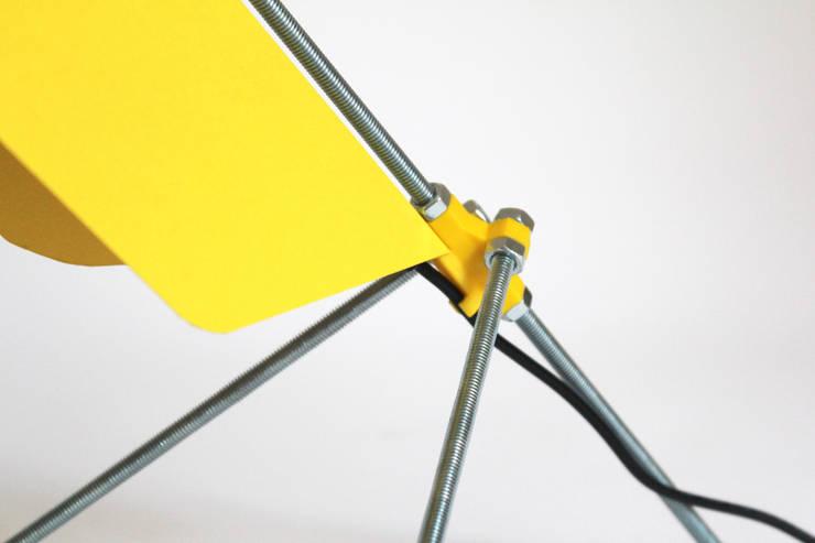Lampe de bureau Filt: Maison de style  par Jean-Baptiste Ricatte Designer