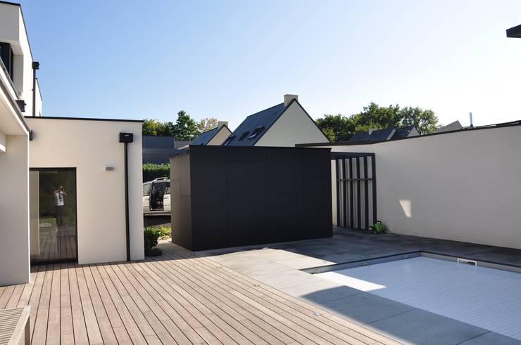 Des pool-house aussi !: Piscines  de style  par Wellhome - Bebamboo