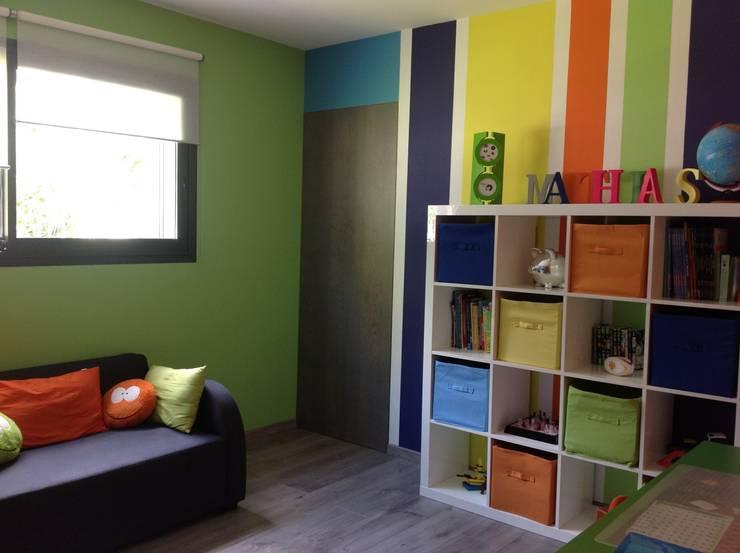 Aménagement et décoration d'une salle de jeux pour enfant.: Chambre d'enfant de style  par Myriam Galibert Amenagement