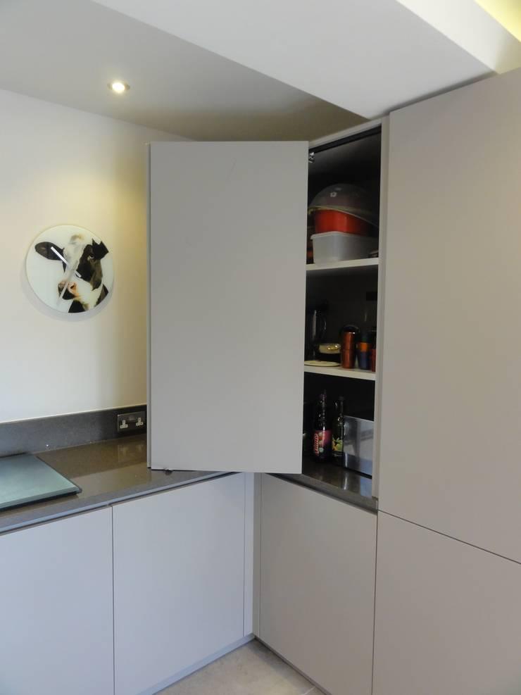 MR & MRS LEVER'S KITCHEN:  Kitchen by Diane Berry Kitchens