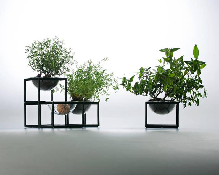 """Planet without the """"E"""": Casa in stile  di YU HIRAOKA DESIGN,"""