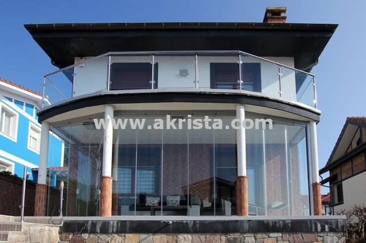Akrista proyectos de cerramientos de terrazas:  de estilo  de Akrista